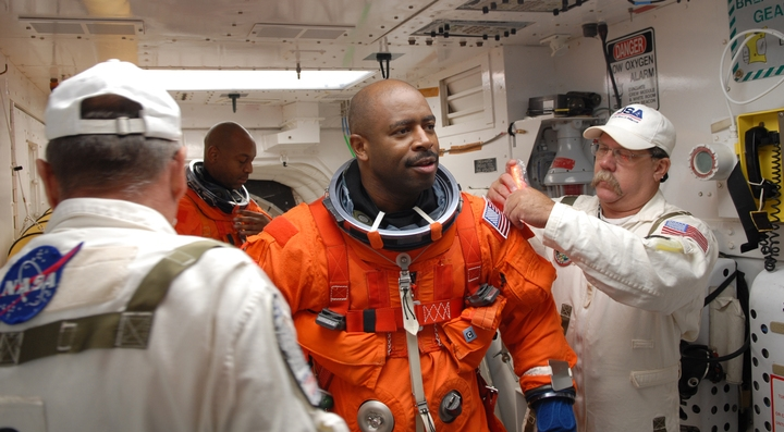 [STS-129] Atlantis : préparatifs (lancement le 16/11/2009) - Page 6 710