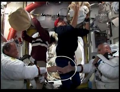 [STS-128] suivi de l'EVA#3 (Olivas et Fuglesang) Frt10