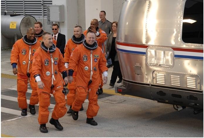 [STS-129] Atlantis : préparatifs (lancement le 16/11/2009) - Page 6 R211