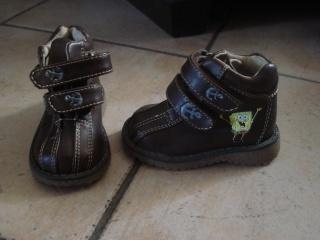 chaussures, chapeau pour enfant. Dsc02841
