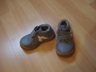 chaussures, chapeau pour enfant. Dsc02916