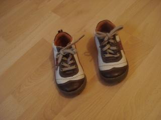 chaussures, chapeau pour enfant. Dsc02917