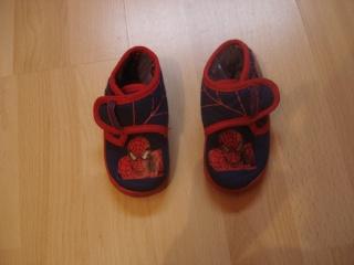 chaussures, chapeau pour enfant. Dsc02918