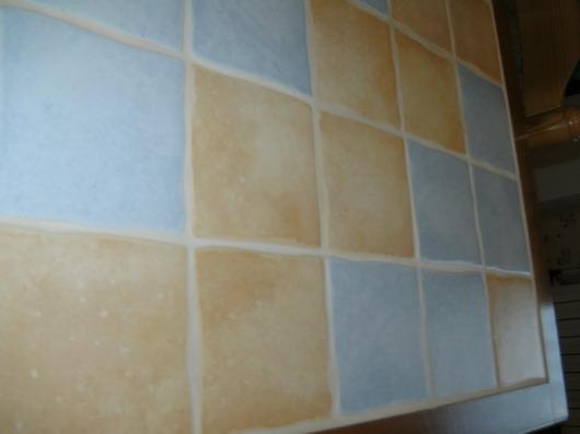 plan de travail carrelé dans une cuisine Bild0010