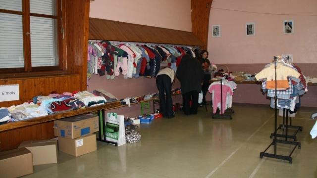 Bourse aux vêtements enfants à Wangen organisée par l'ACSL Img_5717