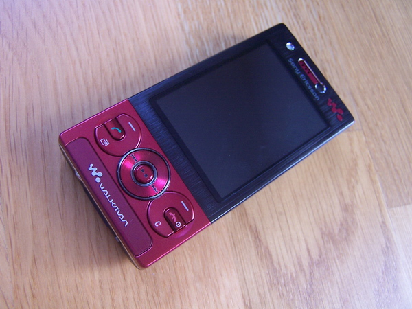Sony Ericsson W705  ( picture\ W705-r10
