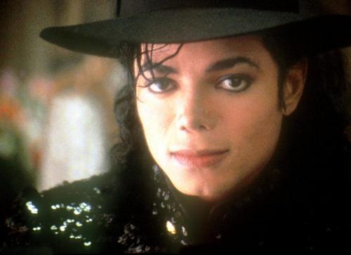 Quale foto di Michael usate per il desktop? - Pagina 3 00010912