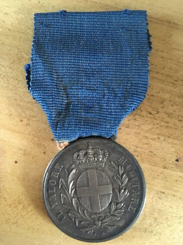 Une énigme. Médaille d'un ensemble de ma famille. Med111
