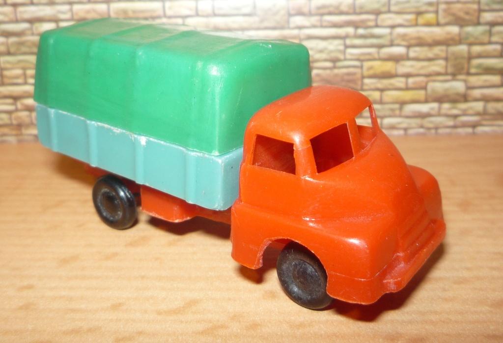 Havas Modelle aus Ungarn ca. 1/90 Bedfor10