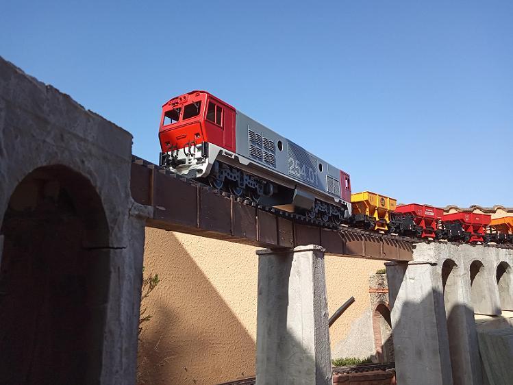Els Ferrocarrils de la Terrassa-III [Olot] - Página 41 Img_2111