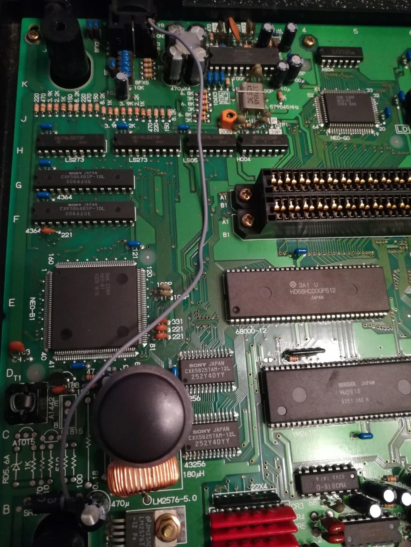 Probleme AES : Ecran rose / blanc / jaune / noire aléatoirement Cable10