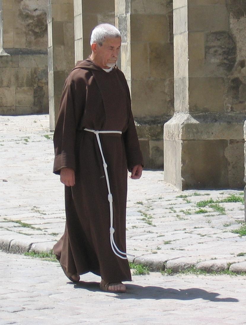 Les femmes catholiques sont-elles obligées de porter un voile partout? - Page 3 Moine10
