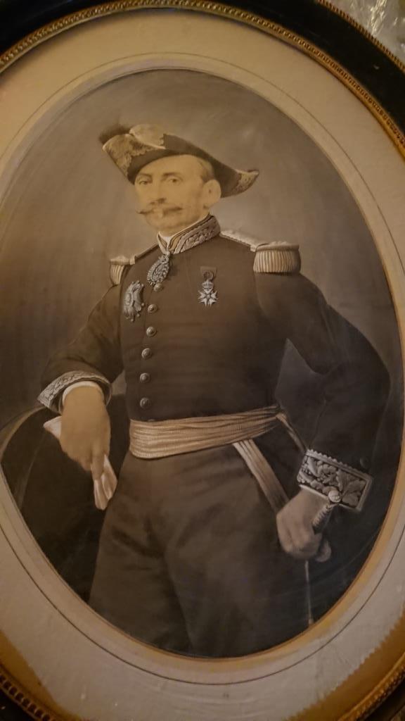 un général gouverneur mais qui est il ? et décorations à identifier. Dsc_8726