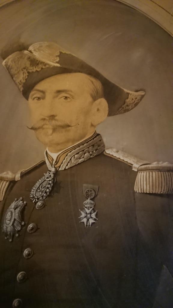 un général gouverneur mais qui est il ? et décorations à identifier. Dsc_8728
