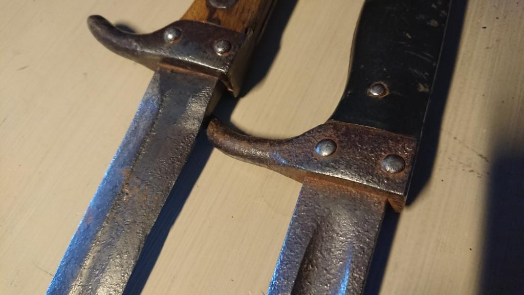 baionnettes poignards berthier avec quillon inversés  Dsc_9109