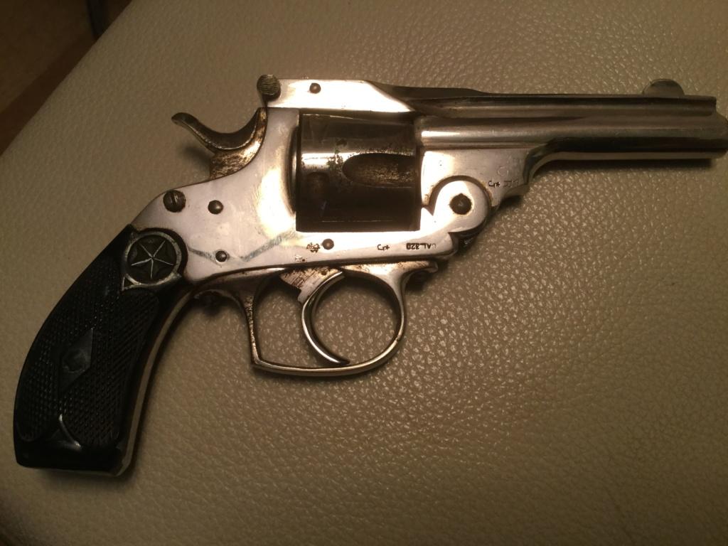 Un revolver nickelé  Df836a10