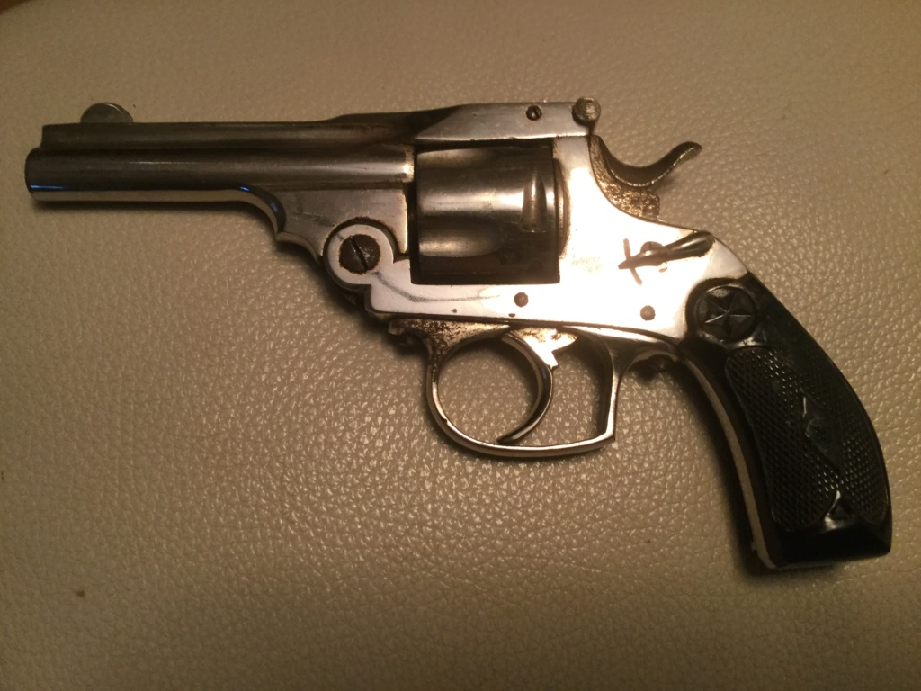 Un revolver nickelé  Ec75a310