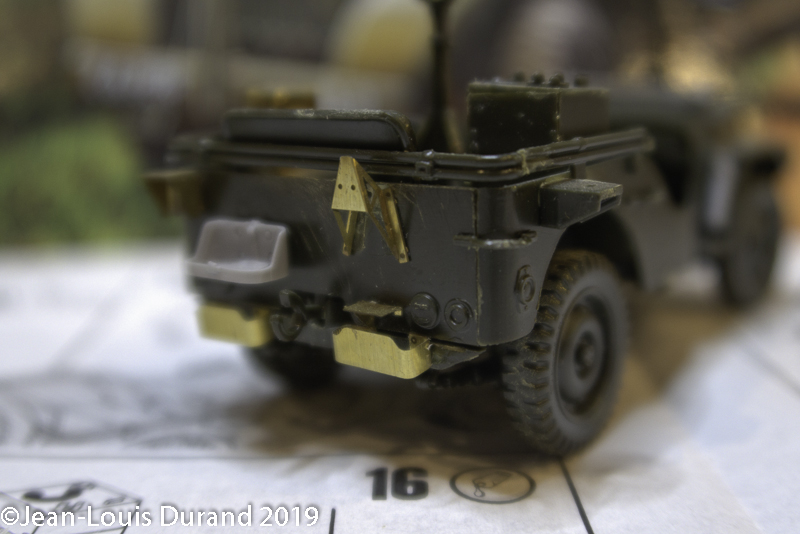 Jeep Willys - HQ-Troop, 2nd Reconnaissance Squadron, 8th Cavalery, 4th Infantry Division 1945 - REVELL 03015 - 1/35 Jeep_w13