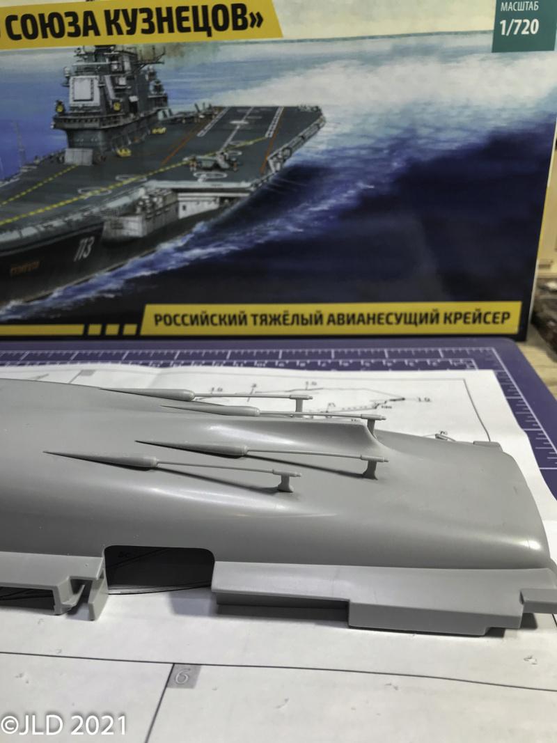 Porte-avions Amiral Kuznetsov - Zvezda - 1/720 Kuz_0010