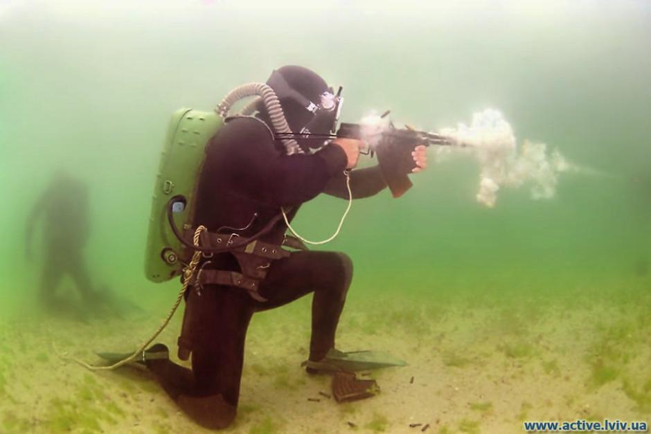 """Sous-marin de poche soviétique """"Sirena"""" - Mikromir - 1/35 Rus_ap10"""