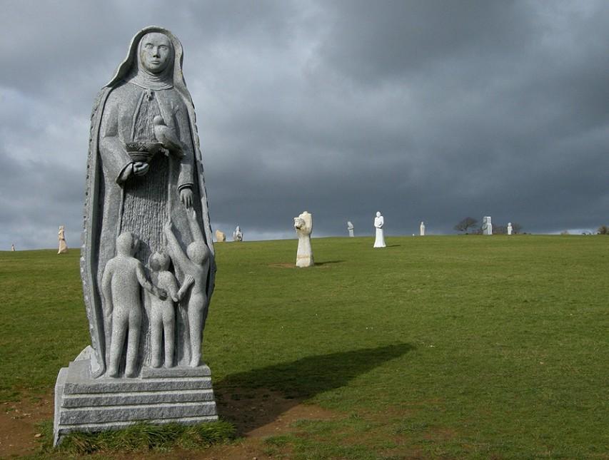 La Vallée des Saints en Bretagne: Un christianisme qui s'affirme... Vallzo13