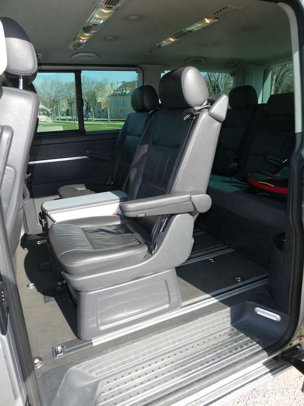 A vendre notre Multivan T5 Highline 174CV boîte auto de 2007 VENDU ! P1010015