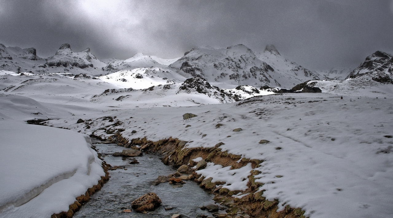 montagne,Cirque d'Anéou sous les nuages...  15_eas10