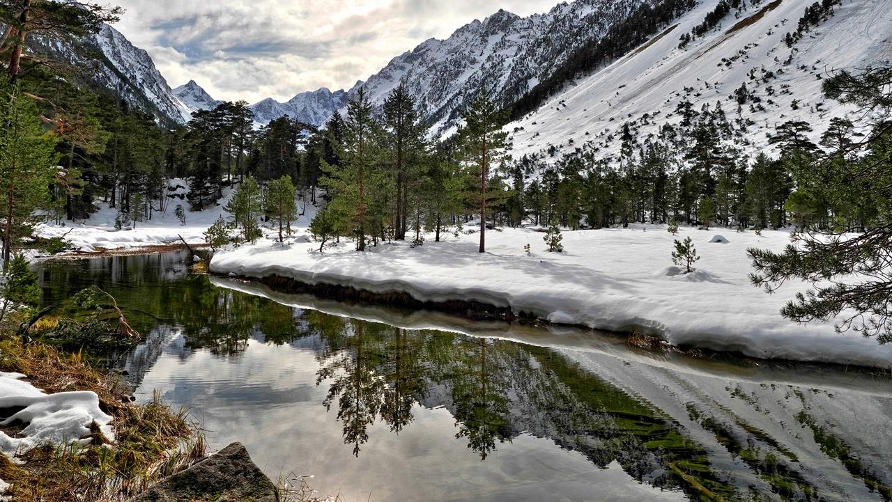 Un peu de neige et de l'eau... P1023110