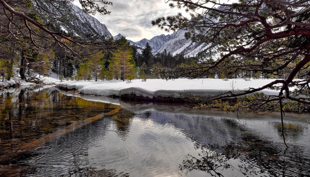 Un peu de neige et de l'eau... P1023111