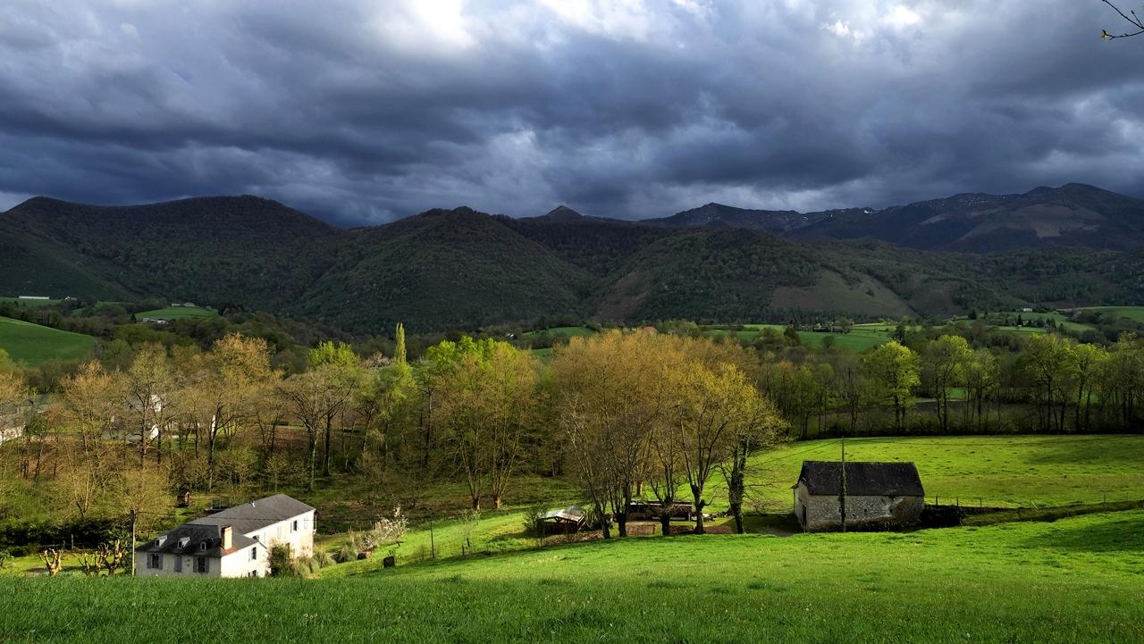 Le mauvais temps arrive depuis les montagnes ... P1047710