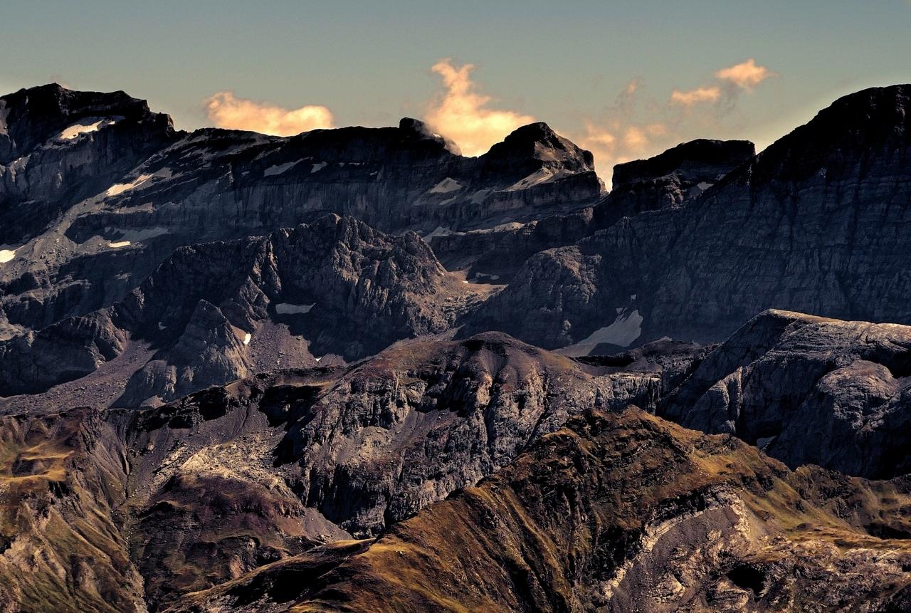 Montagne. La brèche de Roland depuis le Vignemale   P1060710