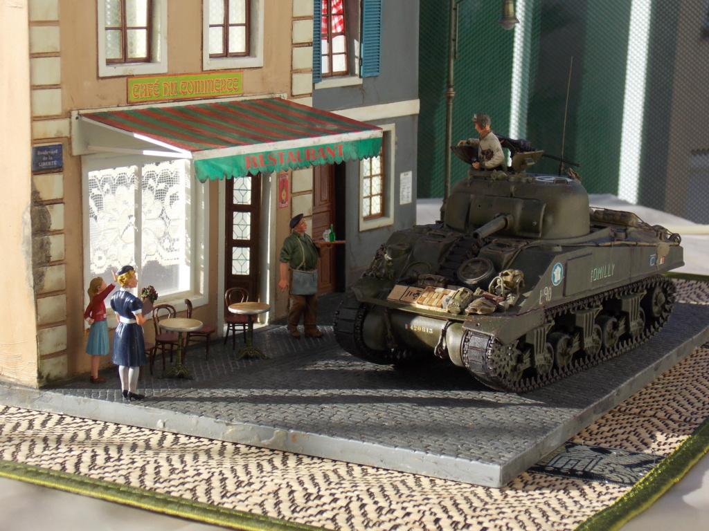 Libération de PARIS par le  ROMILLY Sherman du 501 RCC 1/35 (Asuka  /Miniart ) - Page 10 Dscn1043