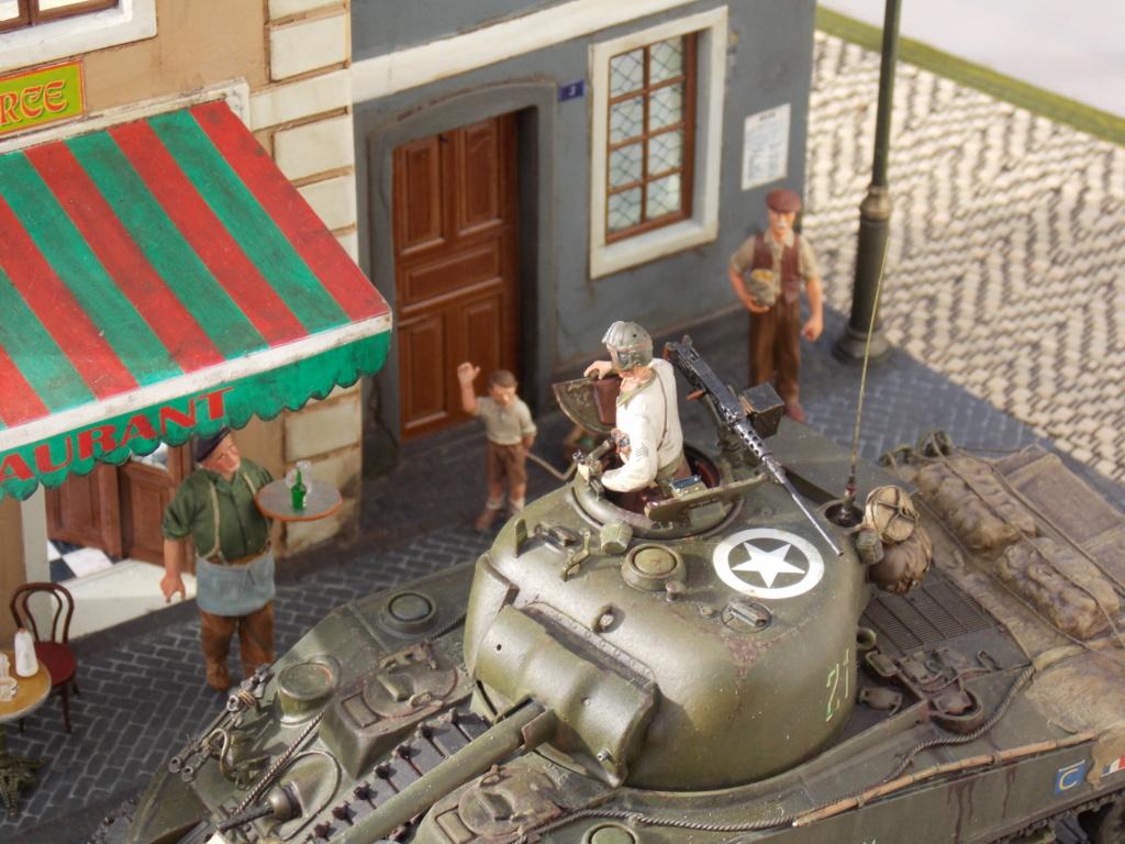Libération de PARIS par le  ROMILLY Sherman du 501 RCC 1/35 (Asuka  /Miniart ) - Page 10 Dscn1066