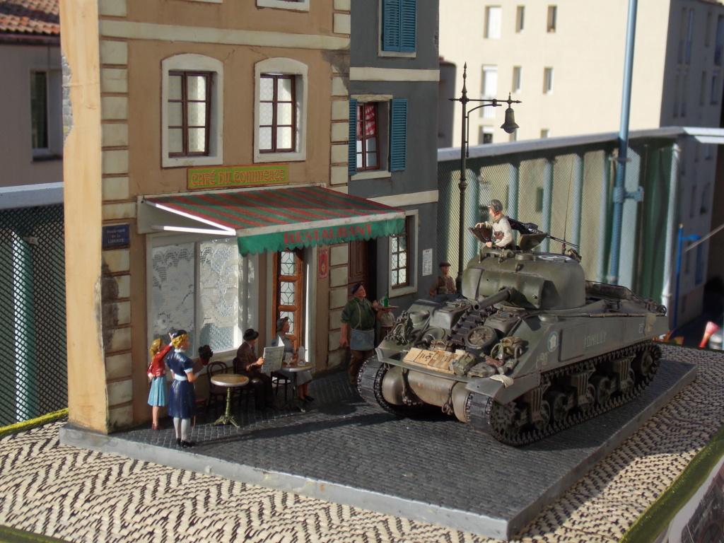 Libération de PARIS par le  ROMILLY Sherman du 501 RCC 1/35 (Asuka  /Miniart ) - Page 11 Dscn1095