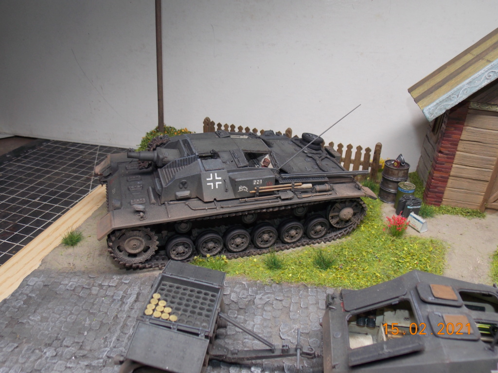 Quelque part sur le front de l'Est Juin 41 - Stug III Ausf.B (Tamiya ) et Sd.Kfz.252 (Dragon ) 1/35 - Page 8 Dscn1997