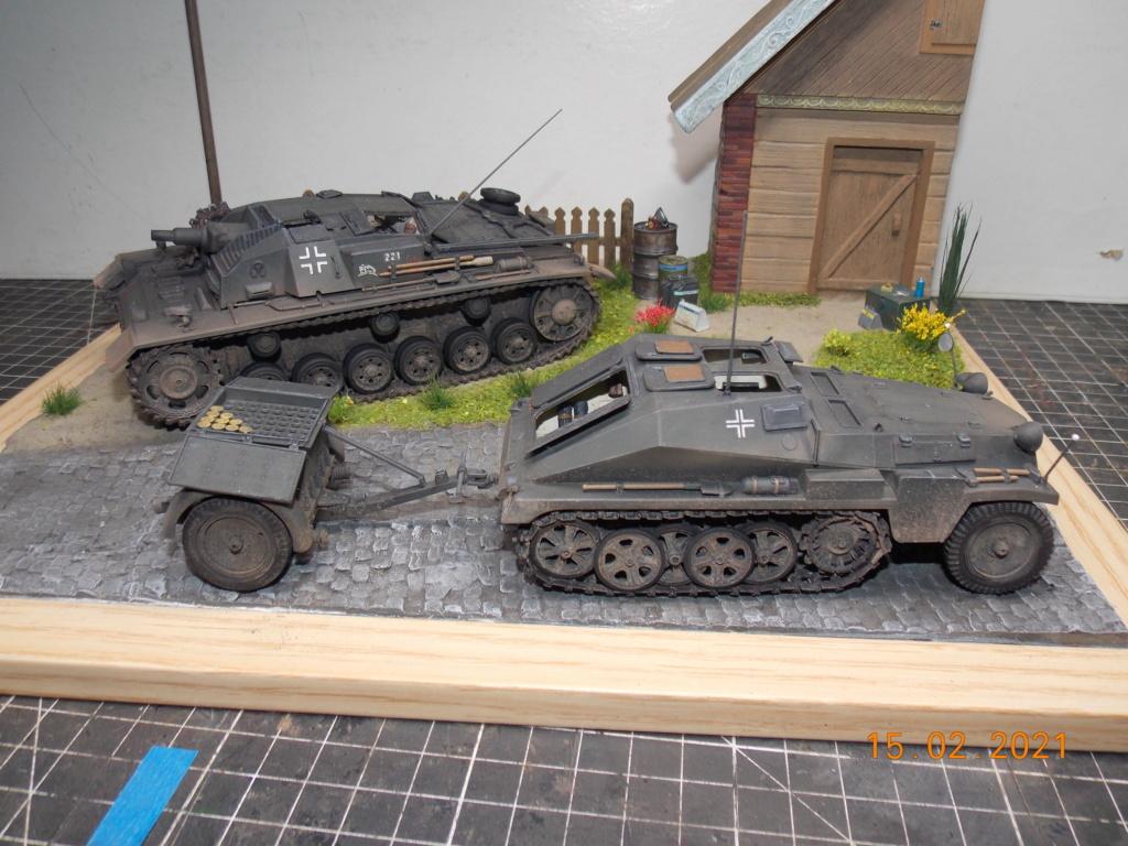 Quelque part sur le front de l'Est Juin 41 - Stug III Ausf.B (Tamiya ) et Sd.Kfz.252 (Dragon ) 1/35 - Page 8 Dscn2000