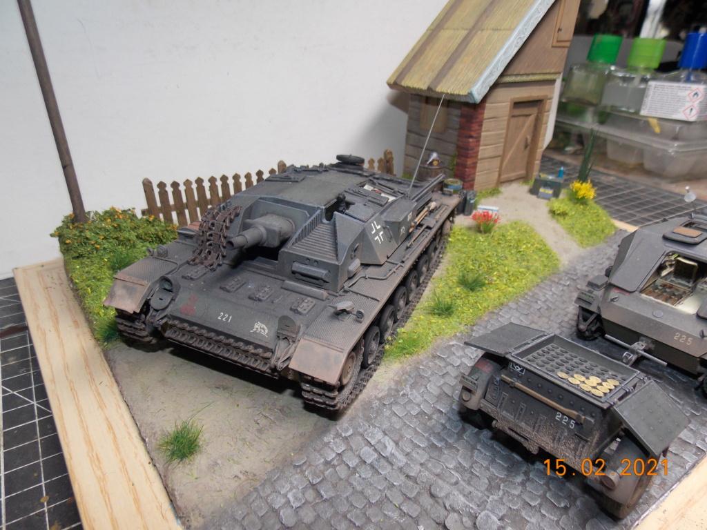 Quelque part sur le front de l'Est Juin 41 - Stug III Ausf.B (Tamiya ) et Sd.Kfz.252 (Dragon ) 1/35 - Page 8 Dscn2001