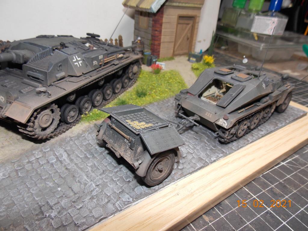 Quelque part sur le front de l'Est Juin 41 - Stug III Ausf.B (Tamiya ) et Sd.Kfz.252 (Dragon ) 1/35 - Page 8 Dscn2002