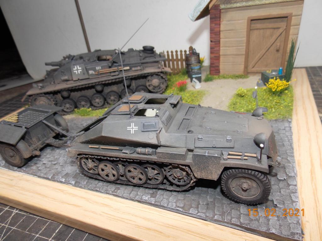 Quelque part sur le front de l'Est Juin 41 - Stug III Ausf.B (Tamiya ) et Sd.Kfz.252 (Dragon ) 1/35 - Page 8 Dscn2003