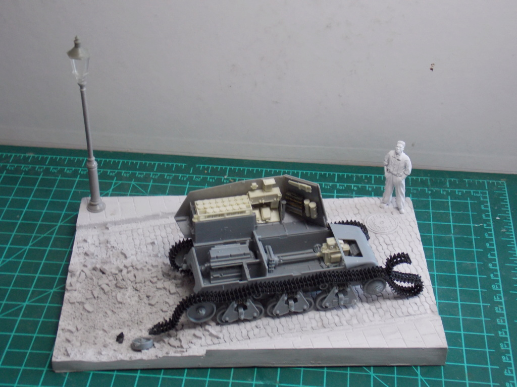 10,5 cmLEFH 18(SF) sur chassis HOTCKISS 1/35 BRONCO Dscn6415