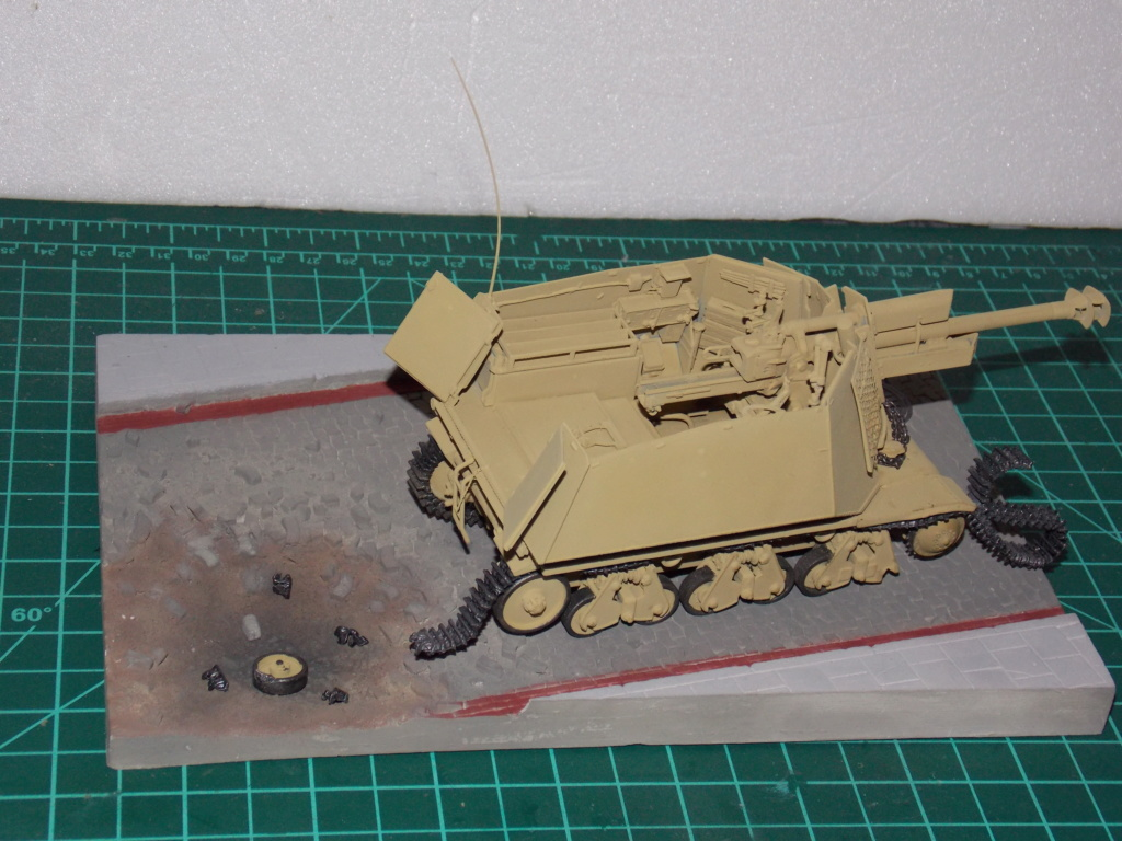 10,5 cmLEFH 18(SF) sur chassis HOTCKISS 1/35 BRONCO Dscn6610