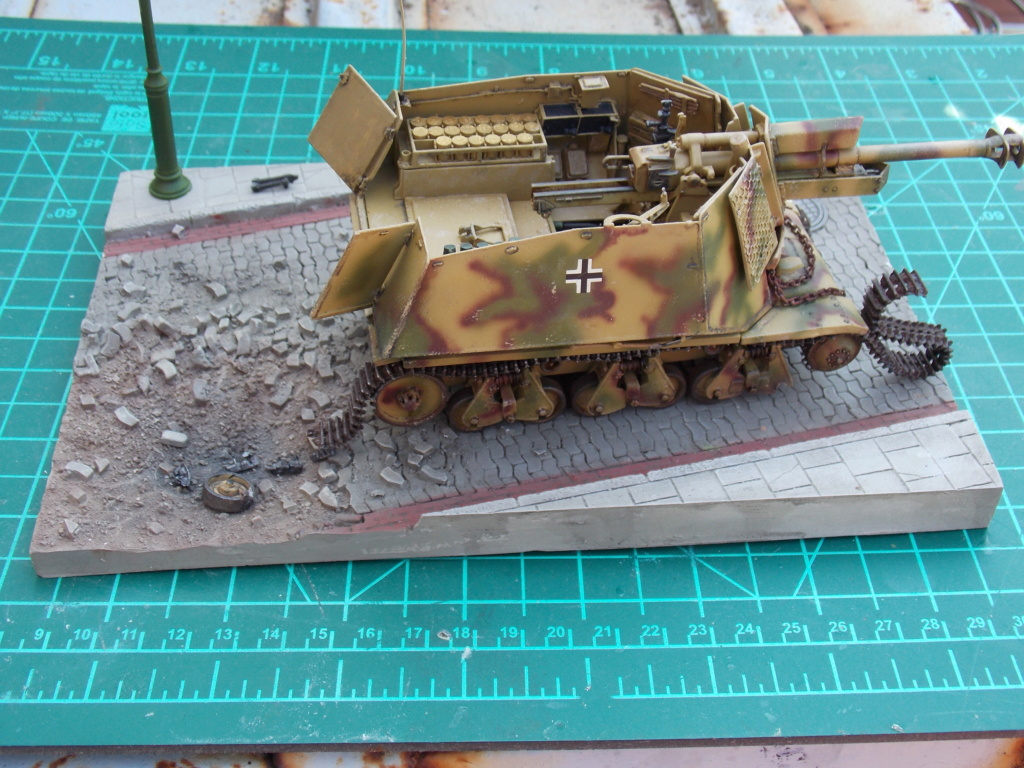 10,5 cmLEFH 18(SF) sur chassis HOTCKISS 1/35 BRONCO - Page 2 Dscn6655