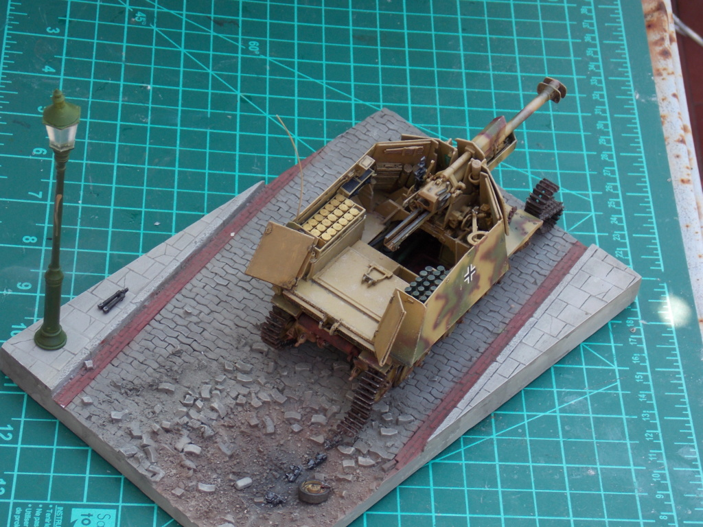 10,5 cmLEFH 18(SF) sur chassis HOTCKISS 1/35 BRONCO - Page 2 Dscn6657