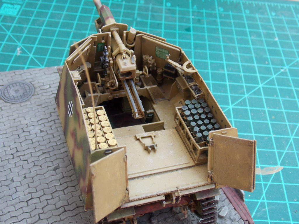 10,5 cmLEFH 18(SF) sur chassis HOTCKISS 1/35 BRONCO - Page 2 Dscn6660