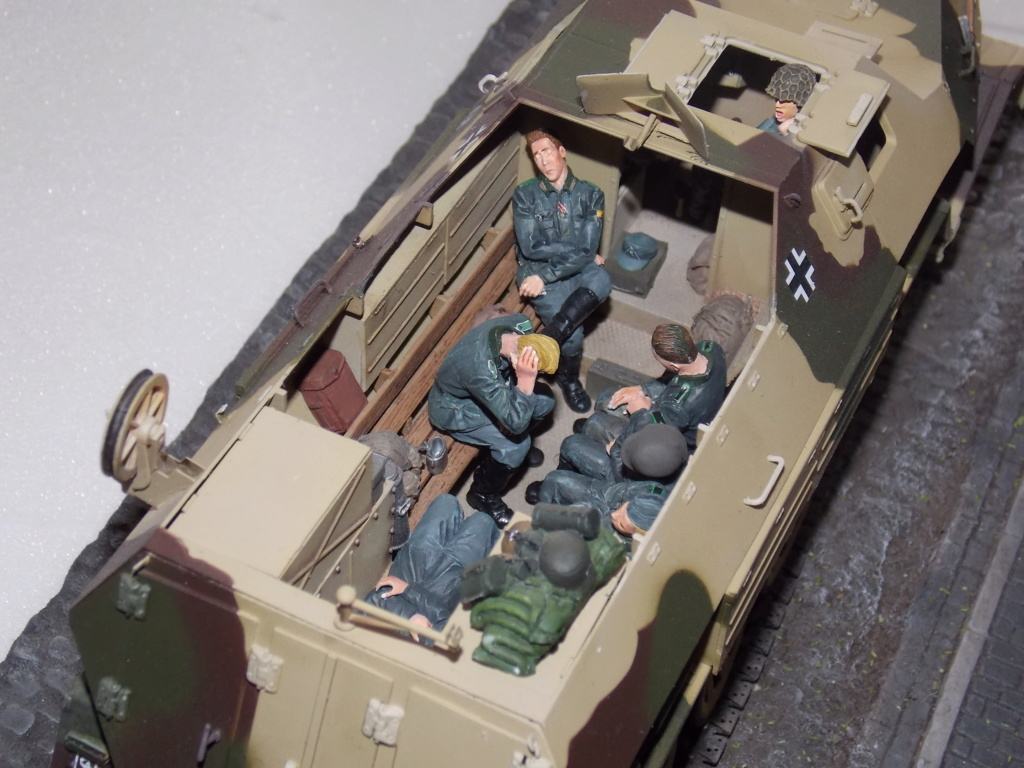 PAK 43 tracté par un Sd.Kfz.8 DB10 Trumpeter et décor MINIART + perso  1/35 - Page 7 Dscn7102