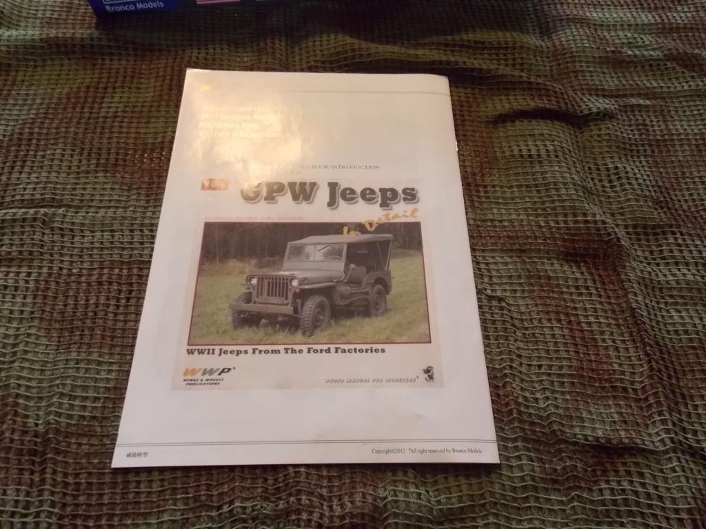 Jeep Nicole RMSM  (Bronco) décor Miniart  - 1/35  MONTAGE TERMINE Dscn7560