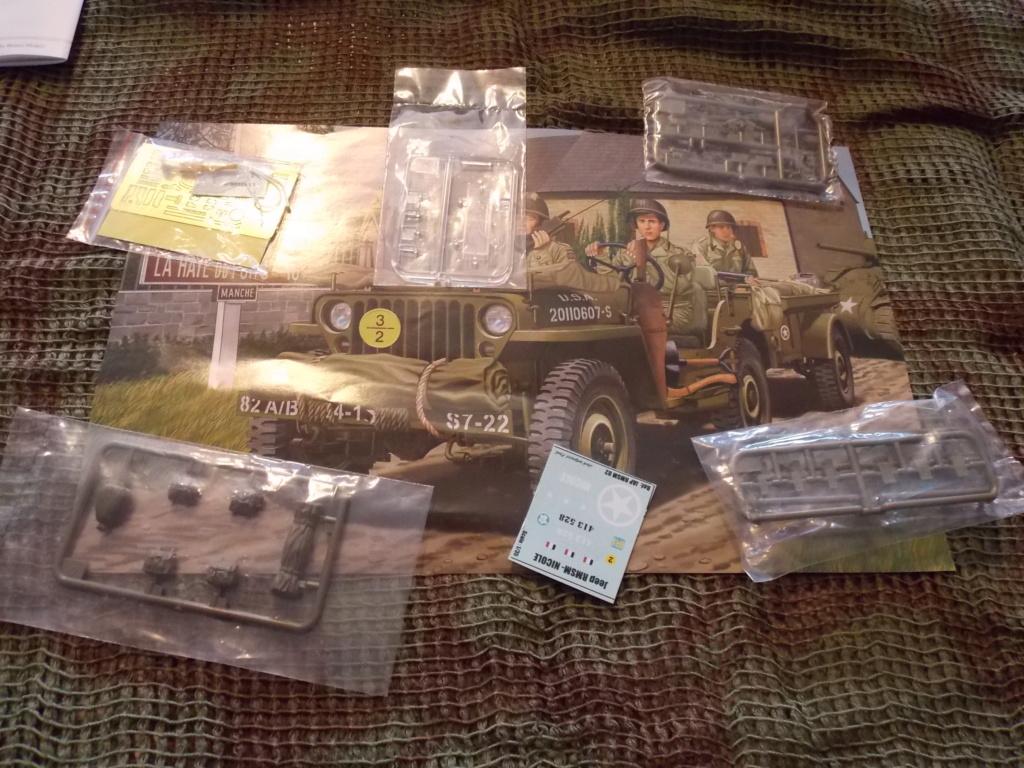 Jeep Nicole RMSM  (Bronco) décor Miniart  - 1/35  MONTAGE TERMINE Dscn7561