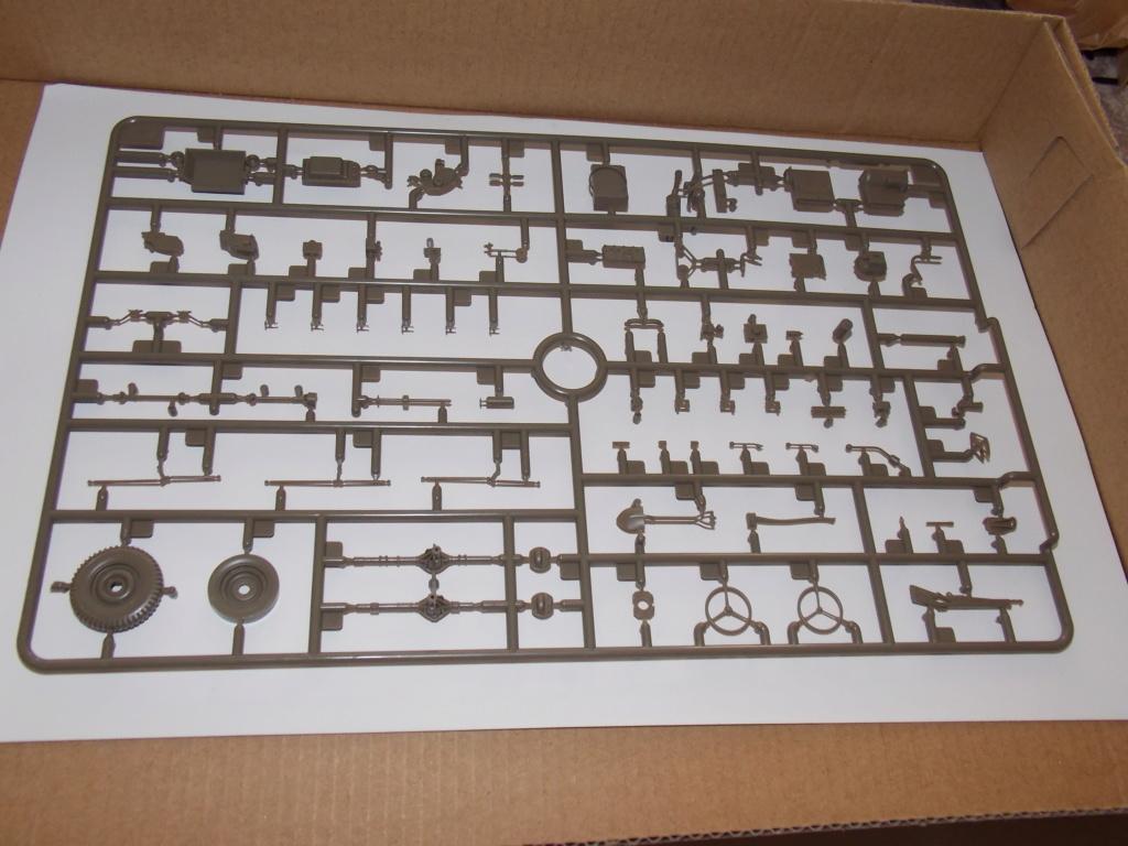 Jeep Nicole RMSM  (Bronco) décor Miniart  - 1/35 - Page 2 Dscn7573