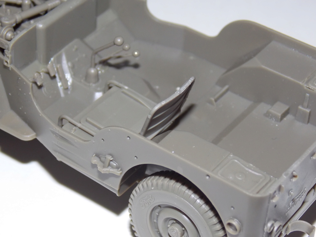 Jeep Nicole RMSM  (Bronco) décor Miniart  - 1/35 - Page 2 Dscn7580