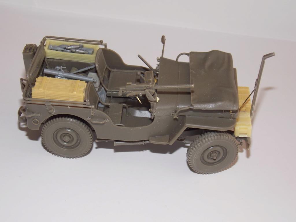Jeep Nicole RMSM  (Bronco) décor Miniart  - 1/35 - Page 3 Dscn7602